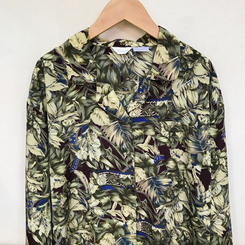 Top / Red and Green Long-sleeve Floral Top