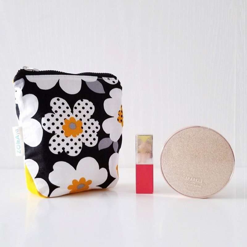 Square Block Pouch (Nordic Big White Flowers on Black)