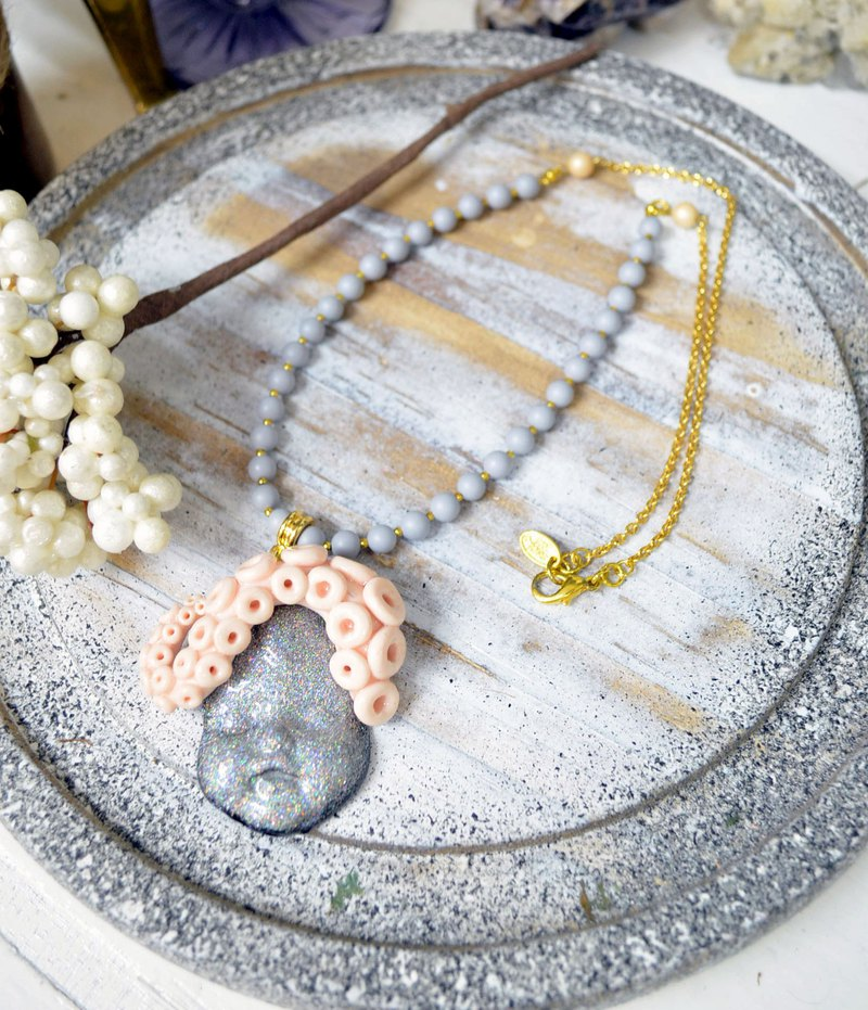 Grey glitter doll adorned Octopus tentacles must be necklace shell made of pearl plated gold necklace