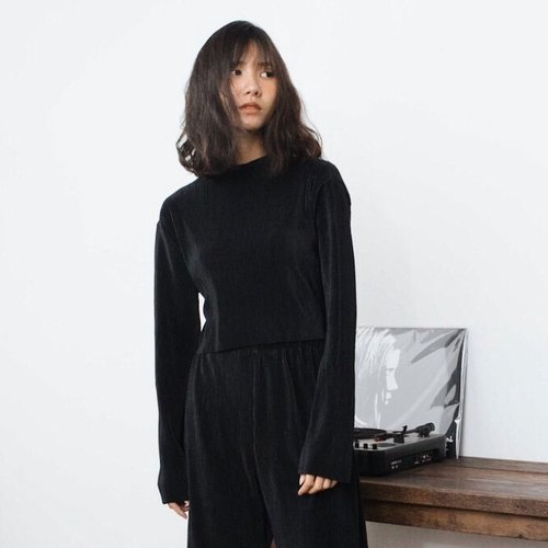 MINIMAL BLACK PLEAT CROP BLOUSE TOP WITH HIGH NECK AND LONG SLEEVE