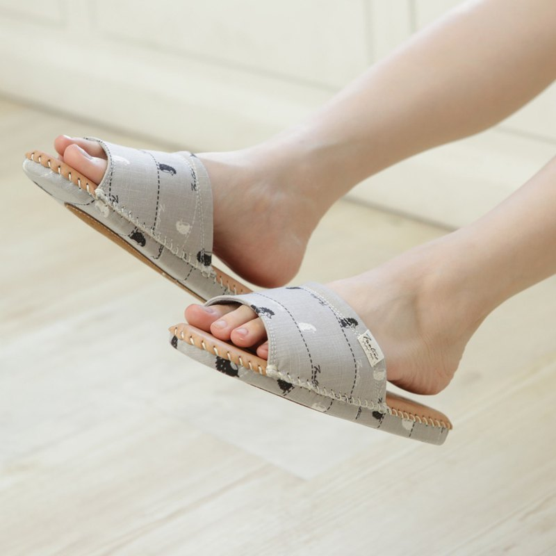 Leather cloth flower indoor slippers (walking in the first line) lunar gray