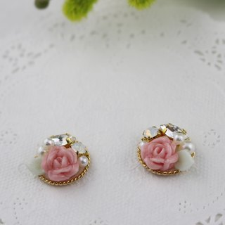 Pink roses and bijou with pearl earrings