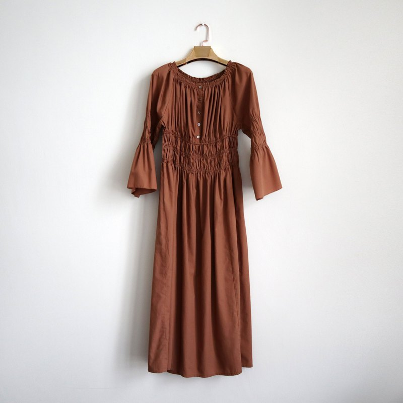 Pumpkin Vintage. Ancient round neck flare sleeve dress