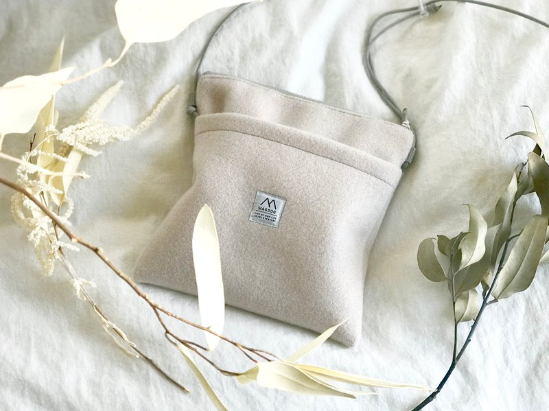 Greige melton wool / shoulder bag