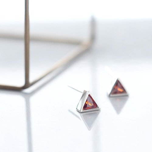 Garnet triangular earrings silver 925