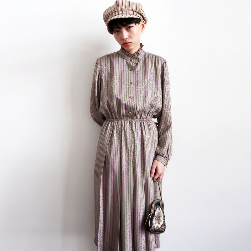 Pumpkin Vintage. Vintage high collar striped dress
