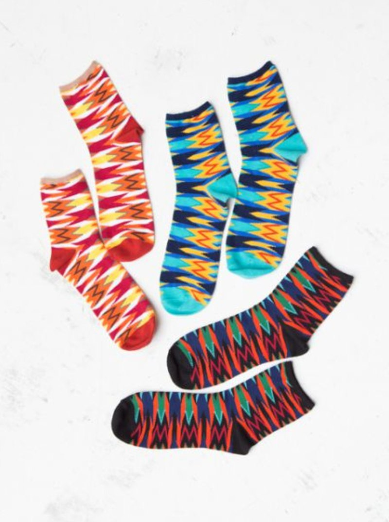 [Popular Pre-Order] Ultra-high-key Color-Lined Striped Socks (Three-color) Valentine's Day New Year's Gift