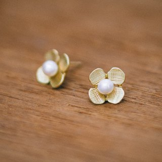 18K Hydrangea - small earrings - gold - pearls - flower - hypo-allergenic