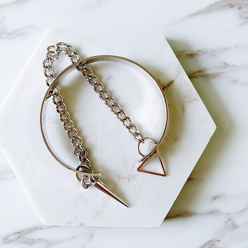:: :: Jane Yue Pangke series of minimalist punk personality geometric triangle rivet punk bracelet bracelet two layered false / :: Minimalist PUNK Collection :: Rhodium Plated Minimalist Geometric Punk Spike Triangle Curb Chain Layered Cuff Bangle, Adjusta