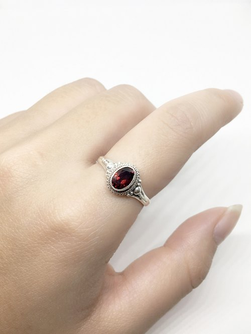 Garnet Ring in Sterling Silver elegant mosaic made by hand in Nepal