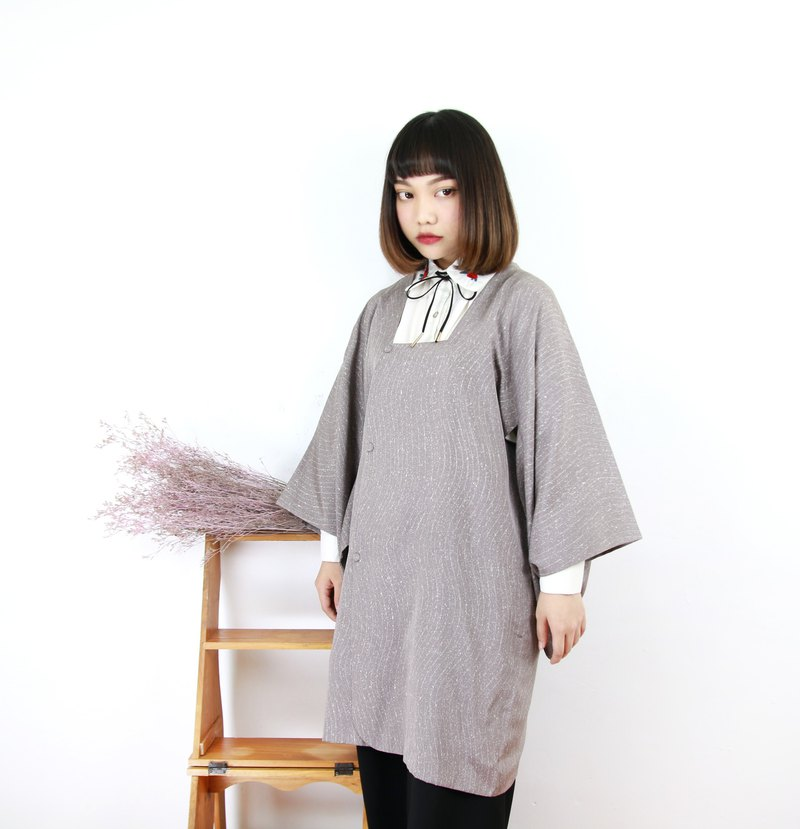 Back to Green Japan back to the line light gray courtyard sand flow vintage kimono KD-15