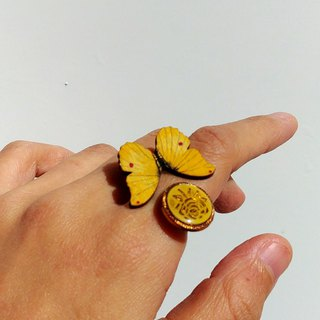 [LineWorkLab] Wood Butterfly Retro Button Open Ring - Rose Yellow Butterfly