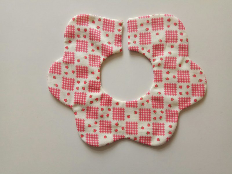 Turn flower pocket Japanese cotton gauze red strawberry muffin 360 degree flower petals bib baby bib