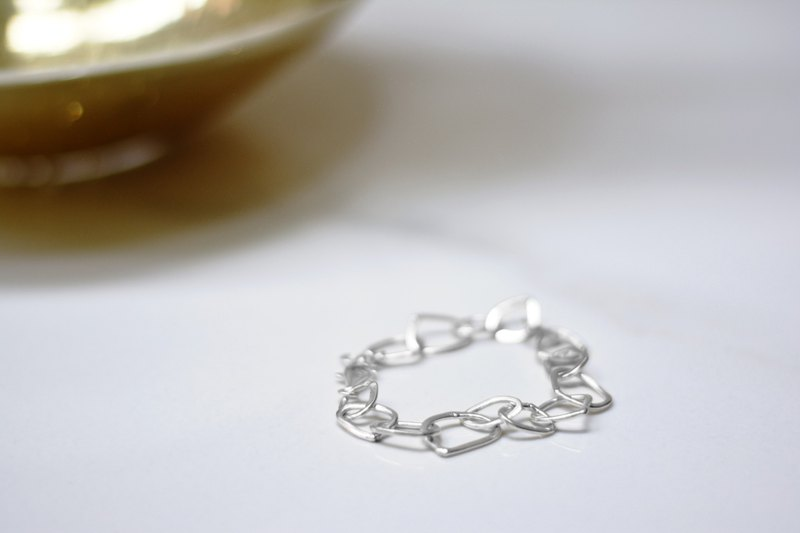 Corner circle sterling silver necklace