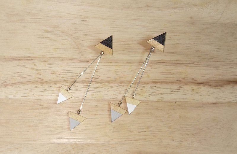 Wooden triangular earrings No.11