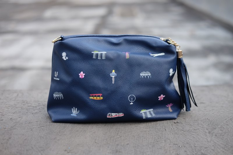 Singapore Icon Zipper Clutch