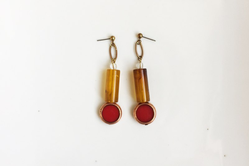[40% off print edition] Rouge brass antique resin earrings