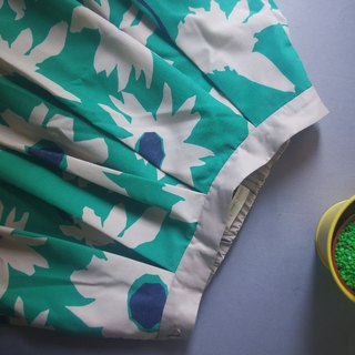 Treasure Hunting Vintage - Nordic Print Green Daisy Daisy Skirt