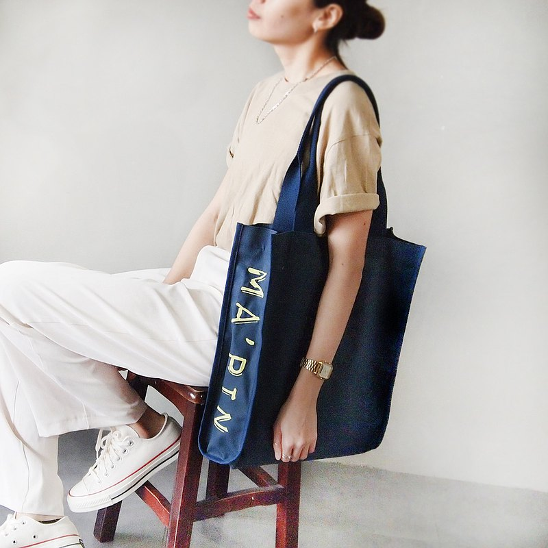 Basic series-shoulder tote bag dark blue x Yingguang yellow electric embroidery