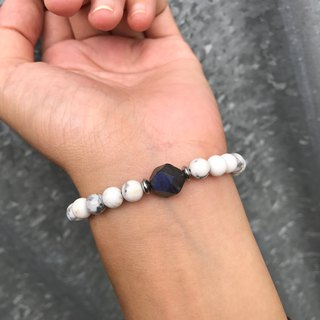 [Lost and find] natural stone courage bracelet on the designer's table