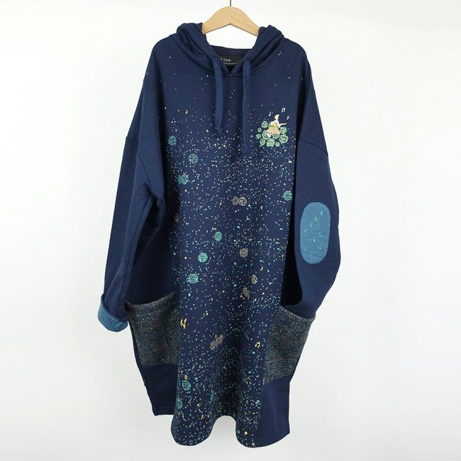 : Urb Forest [singer] long sleeve / pocket hooded dress.