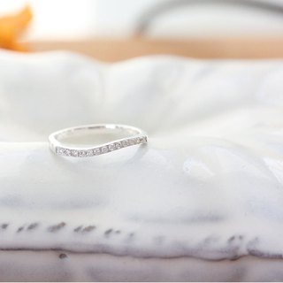 Curvy diamond ring