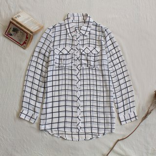 Simple black and white vintage long sleeve shirt