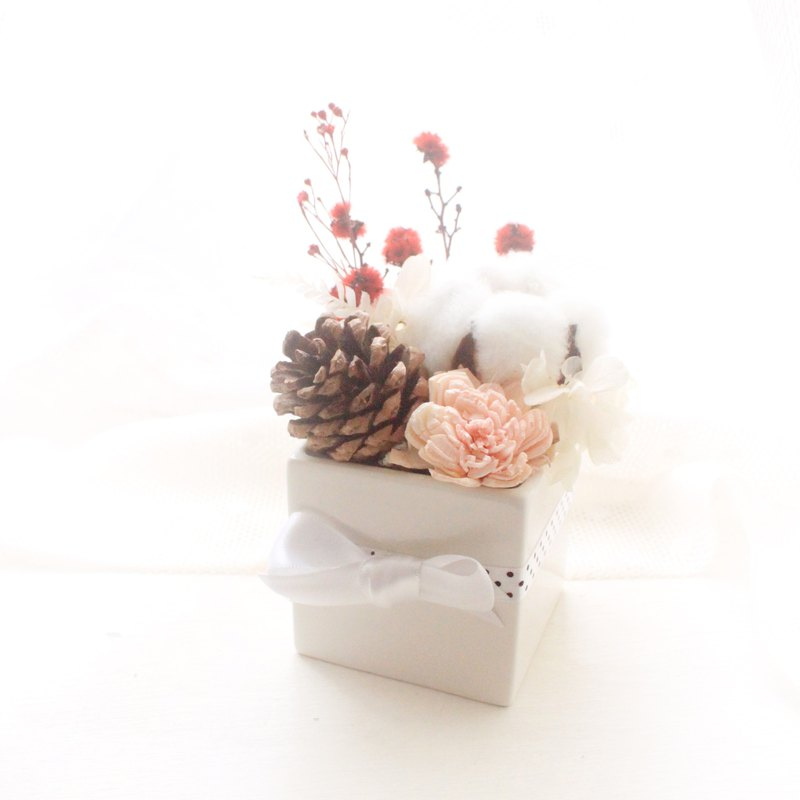 Fairy Tale Forest Table Flower Pine Cone White Cotton Dry Flower Ceremony