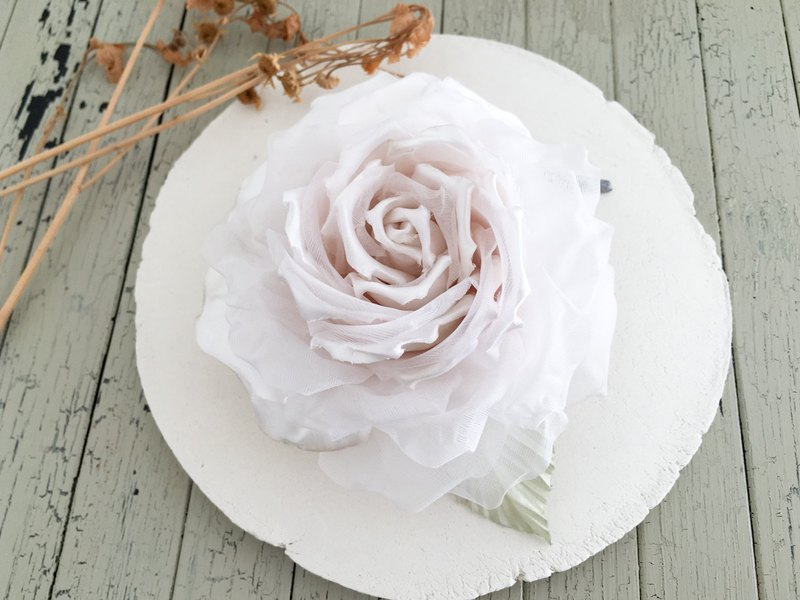 Corsage: Elegantly blooming classical rose