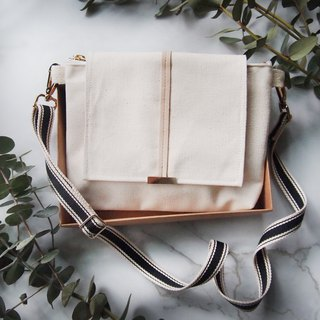 Side back diagonal pouch - the simple series