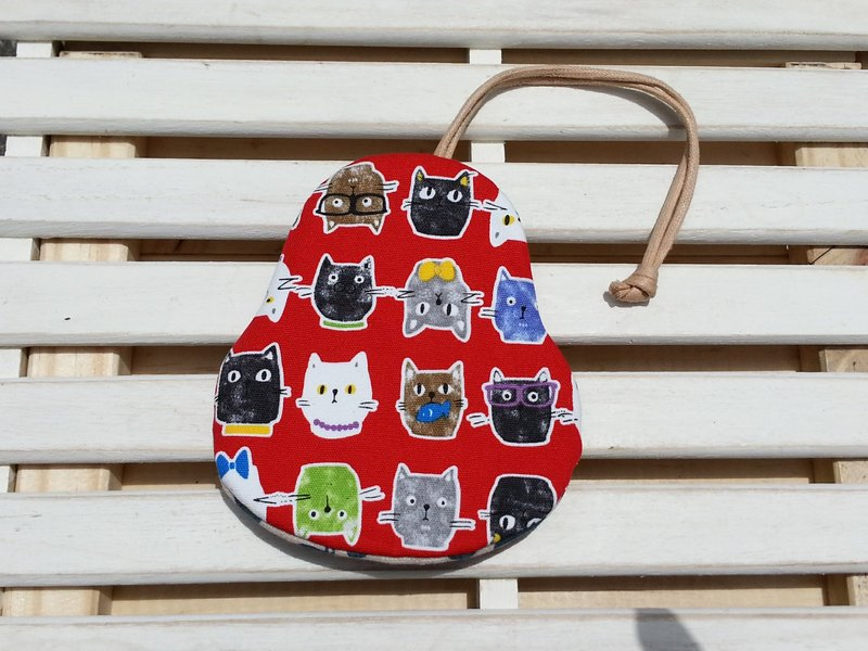 A pear-shaped key fob color cat [K170409]