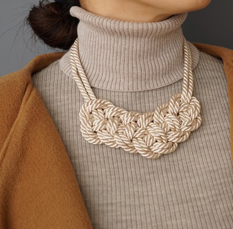 Code knitting motif necklace 【White】