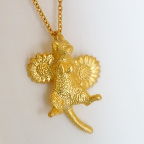 Golon cat pendant (Matt Gold)