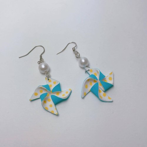 Paper windmill earrings (can change ear clip)