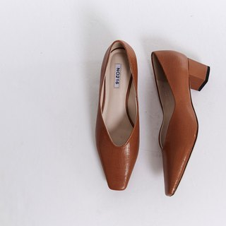 Square head round with V mouth leather thick heel shoe camel