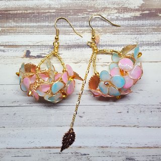 Miss Paranoid Paranoia Miss Hydrangea Dangle Asymmetric Resin Earrings (Powder + Blue)