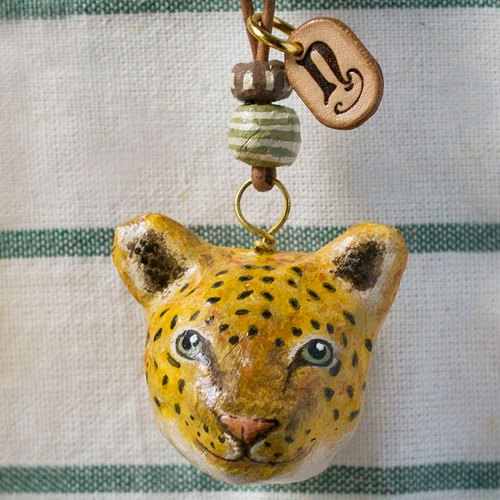 The leopard pendant necklace / animal item