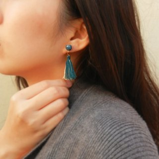 *coucoubird*Two-color tassel caviar ear clip / white. Turkey blue
