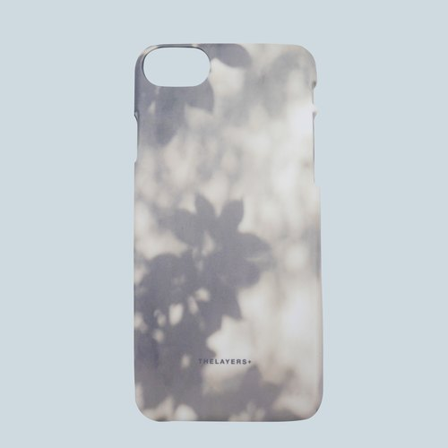 GRAPHIC PRINT - SHADOW OF LEAFS iPhone 7 Case