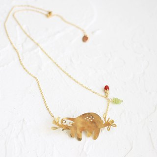 Sloth hammered brass golden necklace I Story_Slooooow