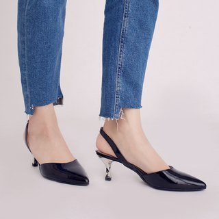 Hepburn Kitten! After the hollow retro small pointed shoes black and white full leather MIT pre-ordered goods