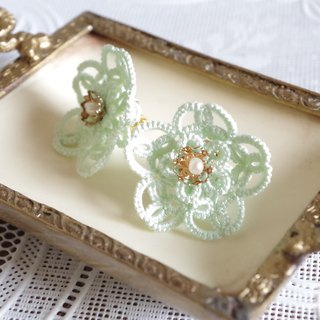 Tatting flower earrings · Apple green