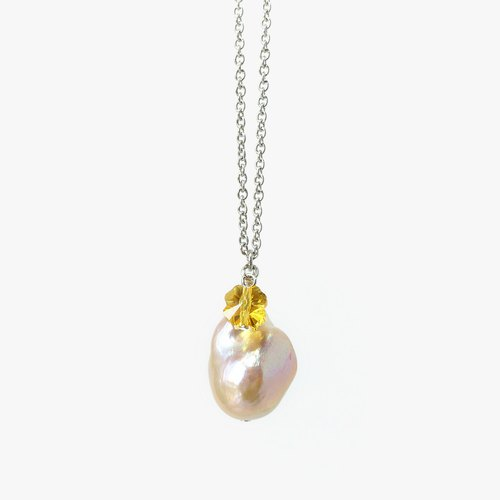 Simple Baroque Pearl Pendant Necklace with Lucky Clover Swarovski Crystal