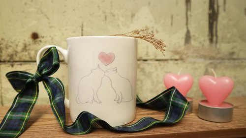 """Polychrome pottery edge"" <Valentine's Day gift> bone china mug - cat lover / microwaveable / by SGS"