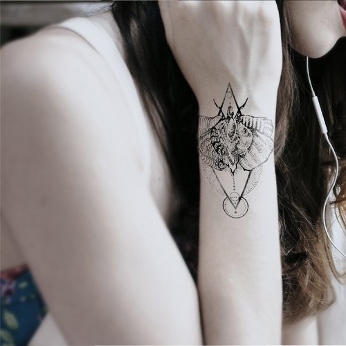 TEMPORARY TATTOO - TRIBAL MOTH