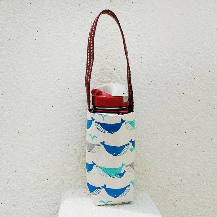 Whale spray water bottle bag