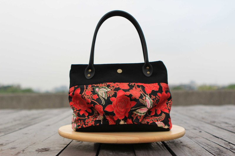 A portable candy bag - stitching hot red rose butterfly