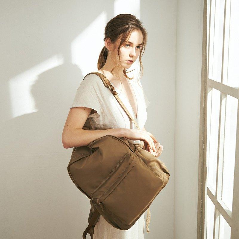 Amina 防潑水尼龍 後背包 +3號內袋【金銅棕】
