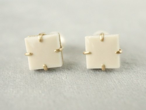 Vintage tile pierced earrings / beige