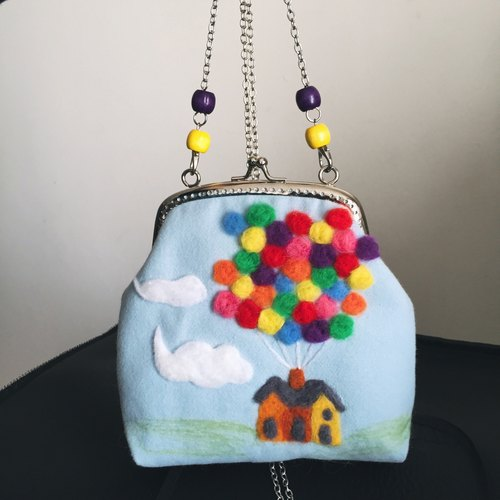 [House] colorful fantasy fly blue sky and white clouds balloons creative handmade wool felt mouth gold bag shoulder chain bag slung dinner clutch purse handbag bag phone